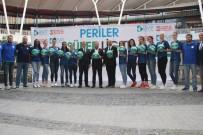 KADIN BASKETBOL TAKIMI - Süper Lig'e Yükselen İzmit Belediyespor Kadın Basketbol Takımı Oyuncularını Tanıttı