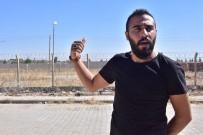 İNSANOĞLU - Suriyeli Sığınmacıdan Sınırın Sıfır Noktasında Tek Kişilik Eylem