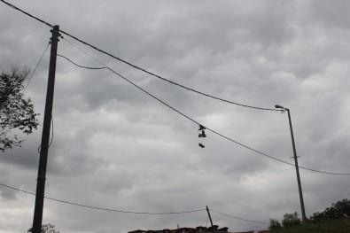 Tellerde esrarengiz ayakkabılar