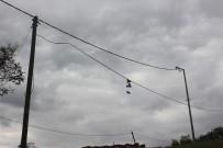 TEMİZLİK GÖREVLİSİ - Tellerde esrarengiz ayakkabılar