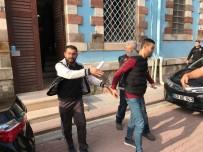 HAMIDIYE - Uyuşturucu Ticareti İddiasıyla Gözaltına Alınan 4 Kişiden 3'Ü Tutuklandı