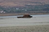BALIKÇI TEKNESİ - Van Gölü Çekilince Batık Tekneler, Tapulu Araziler Gün Yüzüne Çıktı