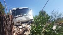 KURTARMA EKİBİ - Antalya'da Tur Midibüsü Kaza Yaptı Açıklaması 28 Yaralı