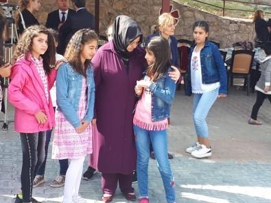 Bakan Selçuk Kız Çocuklarıyla Bir Araya Geldi