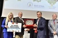 TÜRK BAYRAĞI - Başkan Uysal'a Kosova'dan Türk Bayrağı Rozeti