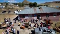 SAĞLIK ÇALIŞANI - Bu Kez Hastaları Değil 'Okulu İyileştirdiler'