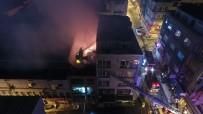 Eminönü'nde Hanın Çatısında Çıkan Yangın Drone İle Görüntülendi