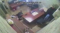 Güvenlikçinin Cep Telefonunun Çalınması Kamerada