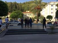 RUHSATSIZ SİLAH - Manavgat'ta 2 Oto Hırsızı Yakalandı