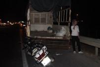 LASTİK TAMİRCİSİ - Motosiklet Sürücüsü, Lastik Değiştiren Kamyonete Çarptı Açıklaması 1 Ölü