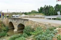 KÜRKÇÜLER - Tarihi Köprüye Asfalt Ve Beton 10 Yıl Önce Dökülmüş