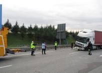 İLK MÜDAHALE - TEM Otoyolunda Tır İle Yolcu Otobüsü Çarpıştı Açıklaması 1 Ağır 15 Yaralı