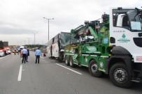 İLK MÜDAHALE - TEM Otoyolunda Tır İle Yolcu Otobüsü Çarpıştı Açıklaması 1'İ Ağır 15 Yaralı