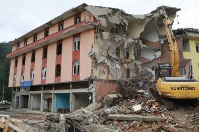 Yaşayan İnsan Hazinesi Osman Efendioğlu'nun İsmi Verilen Kütüphane De 4 Katlı Bina İle Yıkıldı