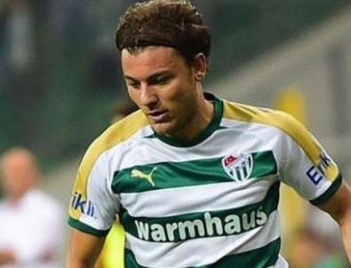Yusuf Erdoğan TL'ye geçen ilk futbolcu oldu