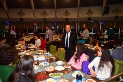 Başkan Üniversiteli Öğrencilerle Buluştu