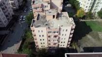 Bursa'da Kolonunda Çatlaklar Oluşan 5 Katlı Binanın Boşaltılması