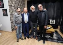Cem Özer'in Film Setinde Ayağını Kırdı