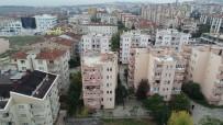 KURTARMA EKİBİ - Çökme Tehlikesiyle Tahliye Edilen 6 Katlı Apartman Havadan Görüntülendi