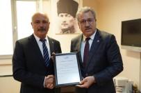 TÜRK BAYRAĞI - Egeli Başarılı Bilim İnsanı Prof. Dr. Özçaldıran'a 'Altın Rozet' Ödülü
