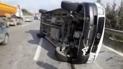 Kocaeli'de İşçileri Taşıyan Minibüs Devrildi Açıklaması 8 Yaralı