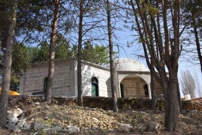Kumral Abdal Türbesi Restorasyon Çalışmaları Başladı