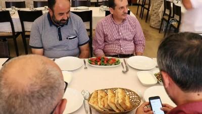 Lezzetini Dağ Reyhanından Alan Yemek Açıklaması Kaburga Dolması