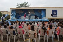TİYATRO OYUNU - Tır Dorsesinde Kurulan Sahne, Köy Çocuklarını Tiyatro İle Buluşturuyor