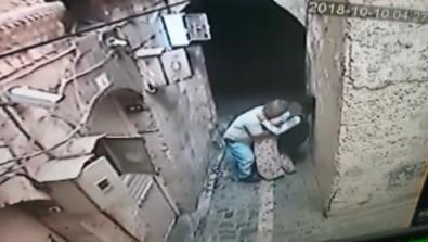 Engelli kızı duvar dibine sıkıştıran sapık…