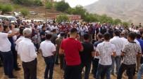 Yüzlerce Kişi Türbeye Akın Etti