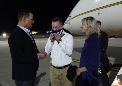 Brunson Almanya'da ABD bayrağını öptü