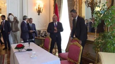 Dışişleri Bakanı Çavuşoğlu İngiltere'de Türk STK Temsilcileriyle Buluştu