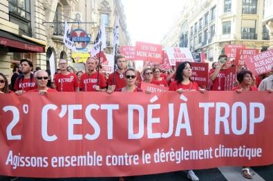 Fransızlar Küresel Isınmaya 'Dur' Demek İçin Sokağa Döküldü