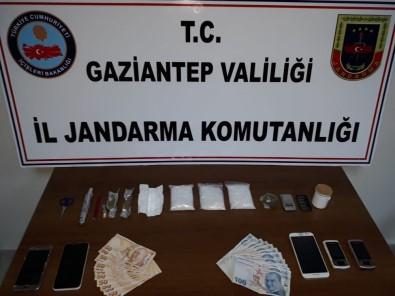 Jandarma'nın Dur İhtarına Uymayan Araçtan Uyuşturucu Çıktı