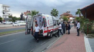 Manavgat'ta Otomobil Palmiyeye Çarptı Açıklaması 1 Yaralı