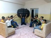 KITAPLıK - Okul Pansiyonuna Kitaplık Kurdular, Kitap Desteği Bekliyorlar