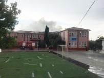 YILDIRIM DÜŞMESİ - Okula Yıldırım Düştü