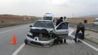 Otomobil Bariyerlere Çarptı Açıklaması Anne Ve 2 Çocuğu Yaralandı