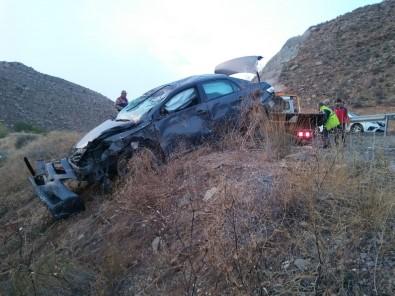 Sivas'ta Otomobil Şarampole Uçtu Açıklaması 6 Yaralı
