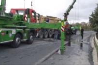 HAFRİYAT KAMYONU - TEM'de Hafriyat Kamyonu Devrildi, Trafik Durma Noktasına Geldi