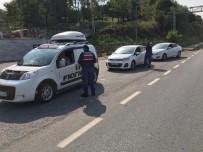 ŞÜPHELİ ARAÇ - Zonguldak'ta 'Hırsız Kapan' Uygulamasında 17 Şüpheli Yakalandı