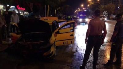 Adana'da Ticari Taksi Yandı