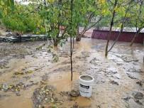 Bolvadin'de Aniden Bastıran Yağmur Ve Dolu Korkuttu