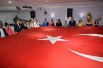 TÜRK BAYRAĞI - Düğünde Açılan Dev Türk Bayrağı Davetlileri Duygulandırdı