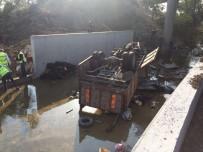 KURTARMA EKİBİ - Kaçak Göçmenleri Taşıyan Kamyon Devrildi Açıklaması 19 Ölü