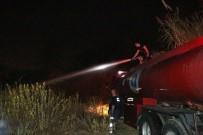 KOBRA YILANI - Mahalleliyi Tehdit Eden Sazlık Yangını Kısa Sürede Söndürüldü