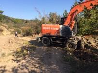 ZEYTINLIK - Zeytinlik Ve Tarla Yolları Burhaniye Belediyesi İle Güzelleşiyor