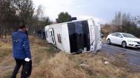 İLK MÜDAHALE - Askeri Personeli Taşıyan Servis Kaza Yaptı Açıklaması 13 Yaralı