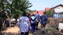 ÜLKER - Çöp Evde Yalnız Yaşayan Kadın Hastaneye Kaldırıldı