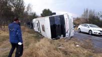İLK MÜDAHALE - Edirne'de Askeri Personeli Taşıyan Servis Kaza Yaptı Açıklaması 13 Yaralı